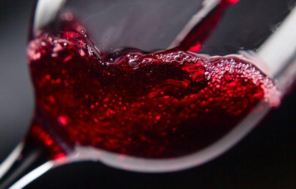 Rotwein aus der Region Trentino